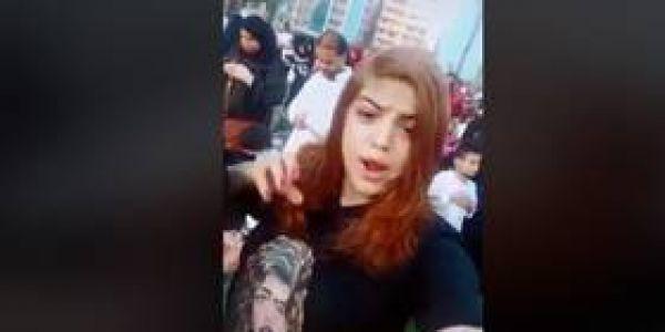 ماسوقات لحد وشخدات مع راسها.. نايضة فمصر بعدما بنت غنات فصلاة عيد الأضحى – فيديو