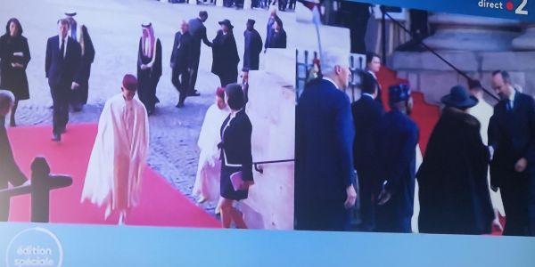 مولاي الحسن بالجلابة فجنازة شيراك. ها لمغاربة لخراين اللي سبقوه =صور