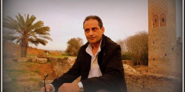 المخرج محمد فريطس ماخلا شكون ماسبش: الممثلين المغاربة عطيهم الفلوس يحيدو سراولهم – فيديو