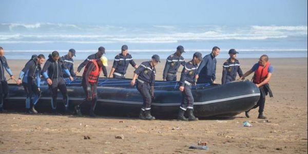 """بالصور.. عمليات البحث على ضحايا فاجعة شاطئ """"زناتة"""" مزال مستمرة وها كيفاش بدلات شبكة لحريك الخطط ديالها بعد تشديد الخناق عليها"""