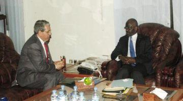وزير الداخلية الموريتاني اجتامع بسفير الجزائر على ود معبر شوم-تندوف