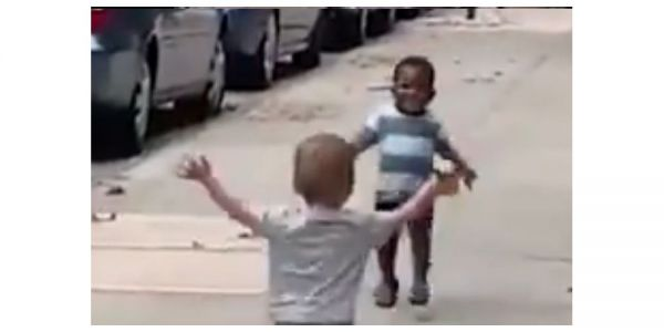 فيديو ديال جوج دراري صغار حقق ملايين المشاهدات