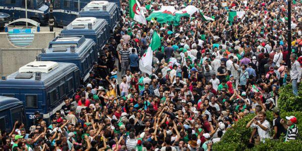 مزال مرونة فالدزاير للأسبوع الـ32 على التوالي.. مظاهرات حاشدة وهاد المرة ضد إجراء الانتخابات الرئاسية -فيديو