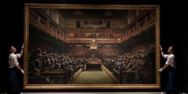طابلو فيه شمبانزي گالسين فالبرلمان البريطاني تباع بثمن خيالي
