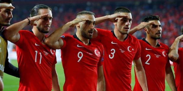 """تحقيق أوروبي فالتحية """"المستفزة"""" ديال المنتخب التركي"""