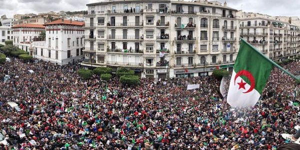 الحراك الجزائري.. تظاهرات واسعة والشعب للجيش: يا صالح راه مكانيش الانتخابات هاد العام