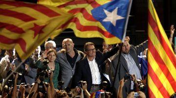 أزمة إسبانيا. اليسار الجمهوري الكتالوني كاعي على الاشتراكيين وبوديموس وماغاديش يدخل معاهم