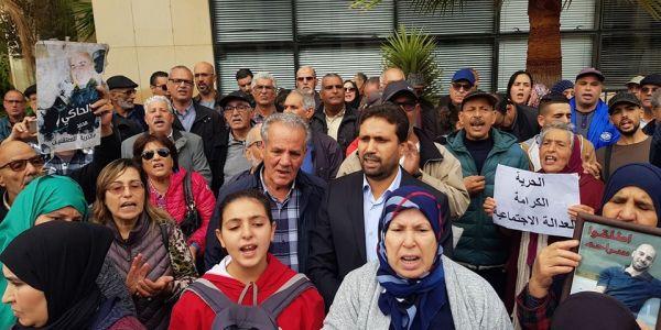 """عائلات معتقلي """"حراك الريف"""" تصعد وتحتج حدا مندوبية السجون فحي الرياض"""
