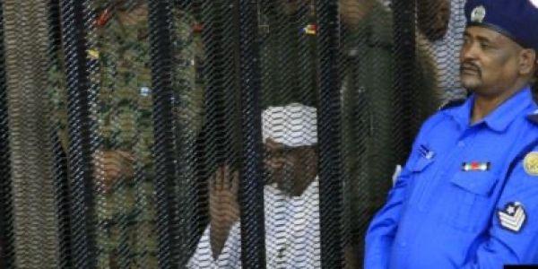الرئيس السوداني السابق عمر البشير ضربوه بـ10 سنين ديال الحبس