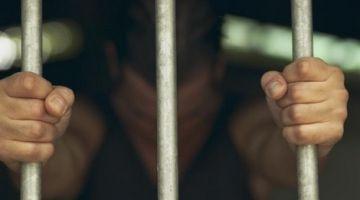 """فضيحة تعذيب واغتصاب معتقل بكراطة فسجن راس الما.. خاص: """"كود"""" تروي تفاصيل صادمة من الاستماع إلى الضحية أمام الجُّونْدَارم لأزيد من 3 ساعات"""