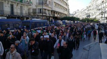 باالفيديو. ساعات قبل متبدا الانتخابات الرئاسية ف الجزائر.. الشعب انزل لشوارع العاصمة