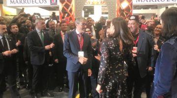 سكوب. الملكة ليتيسيا كتسول على سيدنا وعلى العائلة الملكية وفرحانة بزيارتها للرواق المغربي فمدريد =صور وفيديو=