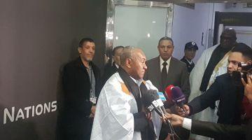 رئيس الكاف كيدق على الجزائر وجنوب إفريقيا : كرة القدم مستديرة وتتدحرج وتا حد ما يوقفها