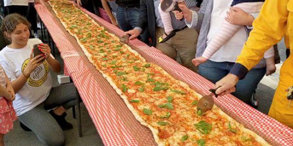لمساعدة البومبية فاستراليا.. مطعم صوب بيتزا طولها 100 مترو -فيديو