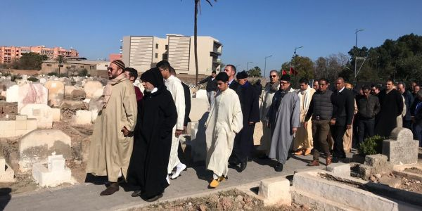اش كيدير الهمة فمقبرة باب دكالة فمراكش وشكون دفن =صور