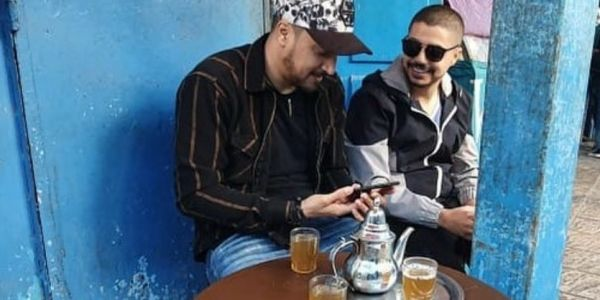 أغنية عندها ميساج.. إيهاب أمير وسبعاتون شادين الطوندونس المغربي فيوتوب –فيديو