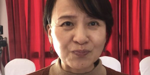 """تشين مسؤولة بالسفارة الصينية لـ""""كود"""": الصينيين متشكاوش بزاف من مضايقات المغاربة بسبب فيروس كورنا وكنعيشو في سعادة فهاد البلاد"""