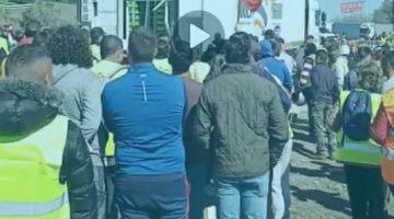 خطير..الفلاحين الإسبان تهجمو على الشاحنات المغربية ودمرو السلع