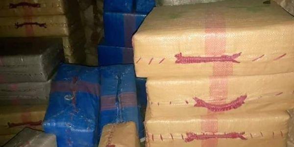 تفاصيل حجز 7 أطنان ونص ديال الحشيش واعتقال 8 أشخاص متورطين فالتهريب الدولي فگلميم