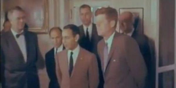 السفارة الأمريكية نشرات تسجيل نادر لزيارة الملك الحسن التاني لمريكان والاستقبال الكبير اللي دار ليه كينيدي