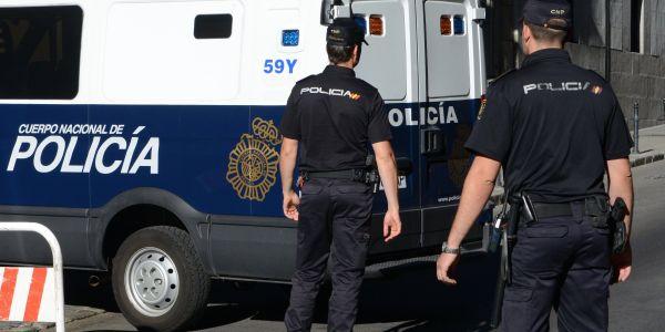 فضيحة فـ اسبانيا.. اعتقال عناصر وحدة مكافحة المخدرات تابعة للبوليس متورطين مع أباطرة الحشيش