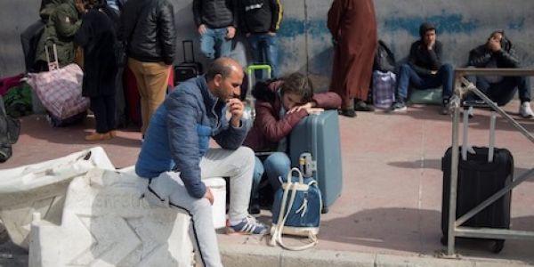 """المغاربة العالقين..وهبي: الحكومة دارت جريمة """"جنائية"""" في عدم تقديم المساعدة لمواطنين في حالة خطر"""