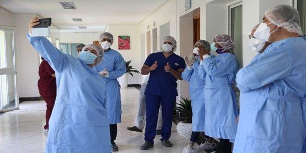 """11 حالة شفاء من """"كورونا"""" ففاس.. خرجودقة وحدا اليوم من المستشفى الجامعي وفيهم طفل عندو 12 العام"""