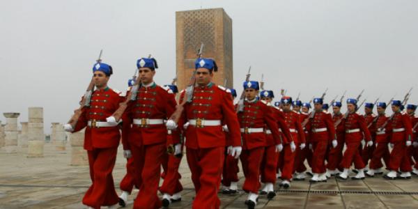 """جورنالات بلادي: مغاربة عالقون كيسعاو.. و""""كورونا"""" قاست الحرس الملكي ومخالطيهم"""
