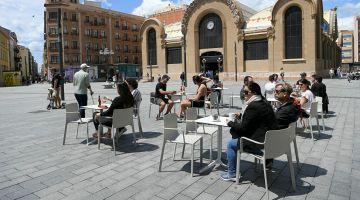 الدراري صغار كيلعبو والقهاوي والمطاعم كتستقبل الكليان… إسبانيا زادت خففات قيود الحجر