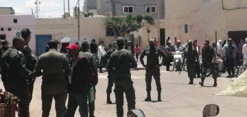القوات العمومية دخلات تمنع مهاجرات من كسر حالة الطوارئ الصحية فالطرفاية