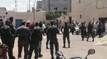 القوات العمومية دخلات باش تمنع مهاجرات من كسر حالة الطوارئ الصحية فالطرفاية