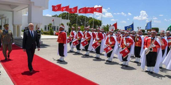 ماكرون عارض على الرئيس التونسي وها شنو موجدين فهاد الزيارة