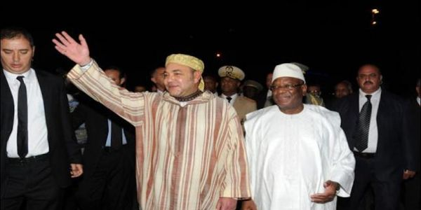 ها كيفاش محمد السادس نقد مالي من الكاو. وساطة الملك رجعات الامل لهاد البلاد