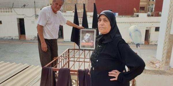 بالتصاور. والد الزفزافي هز أعلام كحلة على سطح بيتو نهار العيد الكبير
