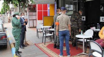 """بسبب """"كورونا"""".. سلطات فاس منعات متابعة الماتشات ديال كُورْة فالقهاوي"""
