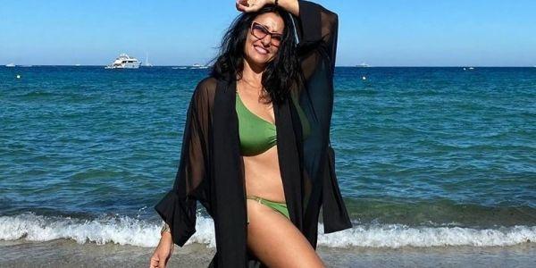 غادة وكتزيان.. أسماء الخمليشي مستمتعة بالصيف والشمس -تصاور