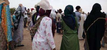 الراشيدية.. اعتصام عيالات سلاليات احتجاجا علی قرار باشا بانشاء مزبلة فوق الآراضي ديالهم