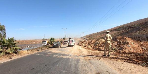 السلطات تدخلات باش تفتح الطريق بين كازا ومديونة بعدما غرقتها عصارة مطرح الزبل