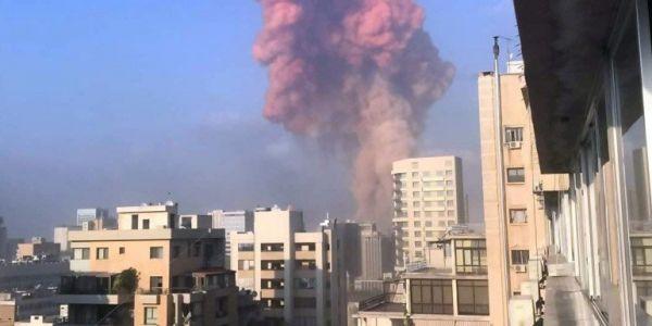 قبل ما يتصدر الحكم فقضية اغتيال الحريري..انفجار كبير هز بيروت حدا دار سعد الحريري -فيديو