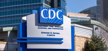 مركز السيطرة على الأوبئة الأمريكي: ما تسافروش للصحرا كاين خطر كورونا