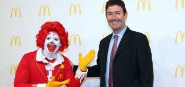 شركة ماكدونالدز دعات رئيسها  السابق حيت كان عندو علاقات جنسية مع موظفة