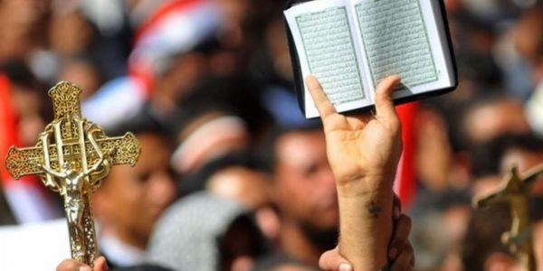 هذا هو التعايش اللي بغينا.. المسيحيون المغاربة  فرحانين مع المسلمين فالعيد ومعيدين معاهم