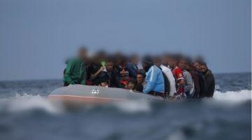 البحرية الملكية فالعيون نقذات 61 مهاجر سري فيهم 44 امراة كانوا حاصلين فعرض البحر
