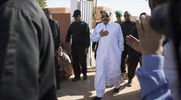 طلقو ولد عبد العزيز بعدما واجهوه بوزراء عند شرطة الجرائم الإقتصادية وما بغاش يهدر