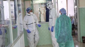 أطباء تطوان محتجين بسبب الخصاص اللي كيعرفو الإقليم فالأطر الصحية