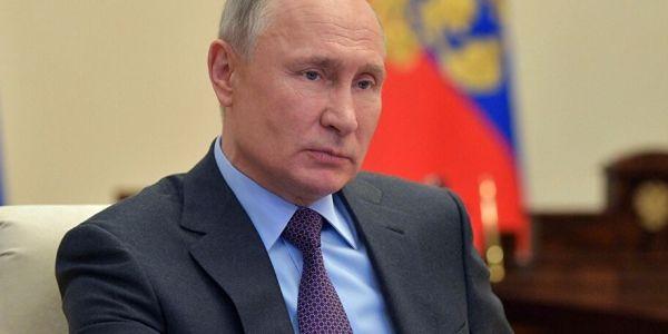 """بوتين خدا لقب """"أكثر الرجال الروس جاذبية"""" وشي وحدين طانزين عليه"""