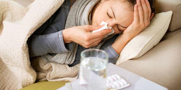 """مع الخريف جاي.. شنو هي مخاطر تعرض الإنسان للإنفلونزا و""""كورونا"""" فنفس الوقت؟"""