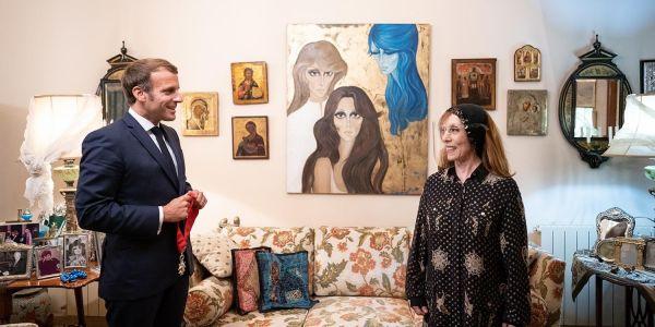 """""""بالكاس حمر""""… تصويرة جديدة ديال فيروز من لقائها مع الرئيس ماكرون"""