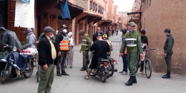 """بسبب """"كورونا"""".. سلطات فاس سدّات حي بنزاكور وجنان بوطاعة"""