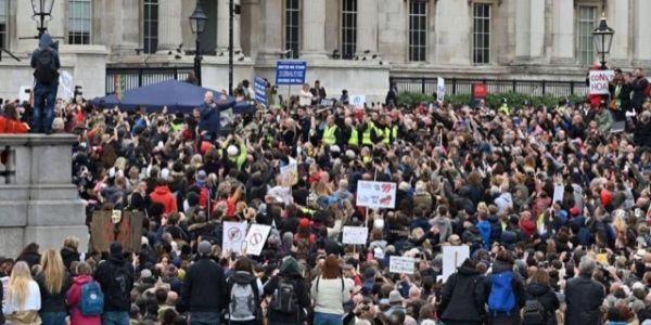 كورونا.. الآلاف خرجو يتظاهرو فلندن ضد التباعد الاجتماعي والسدان